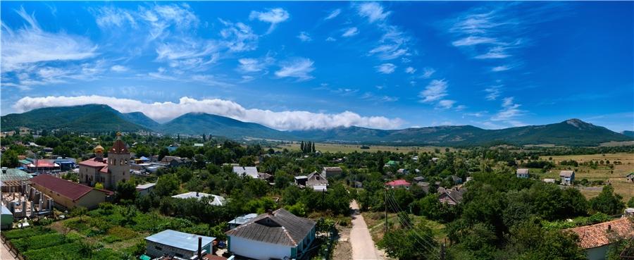 Село Орлиное в Байдарской долине
